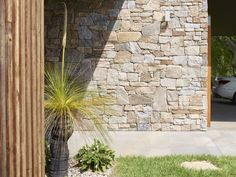 Alpine Dry Stone and Howqua Free Form Walling Mix - Eco outdoor Stone Cladding Exterior, Cladding Design, Stone Facade, Wall Exterior, Sandstone Cladding, Dry Stone, Brick And Stone, Stone Walls, Stone Feature Wall
