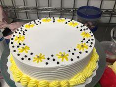 Dairy Queen-cake in West Henday dq Dairy Queen-cake in West Henday dq Cake Decorating For Beginners, Cake Decorating Designs, Wilton Cake Decorating, Birthday Cake Decorating, Cake Birthday, Buttercream Cake Designs, Cake Icing, Cupcake Cakes, Frosting