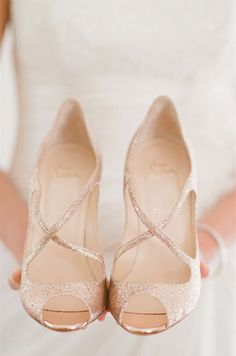 Christian louboutin wedding shoes fashion trend www.be Cheap price for Christian Louboutin High heels/Shoes for your Chrismas day! Crazy Shoes, Me Too Shoes, Rose Gold Wedding Shoes, Rose Gold Weddings, Glitter Wedding, Champagne Wedding Shoes, Wedding Rings, Rose Gold Sandals, Small Heel Wedding Shoes