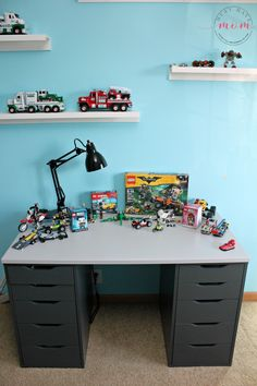 Lego Desk Tutorial Easy DIY Lego Desk to hide and organize legos! This ikea hack turns a desk into a lego building mecca!Easy DIY Lego Desk to hide and organize legos! This ikea hack turns a desk into a lego building mecca! Lego Tisch Ikea Hack, Table Lego Ikea, Ikea Kids Desk, Lego Desk, Lego Table With Storage, Boys Desk, Room Boys, Kids Rooms, Lego Building Table