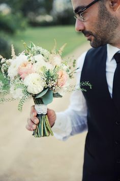 Dj :http://www.autourdeminuitanimations.com/  Charly & Pete {Wedding Day , Tarn } Photo by Céline Zed  #weddingflowers #bouquet #flowers