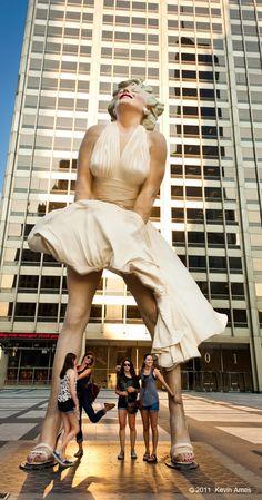 Marilyn Monroe statue, Chicago, Illinois