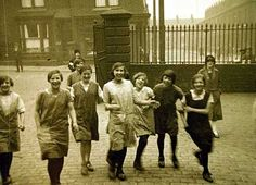 Mill girls. Manchester, UK 1927