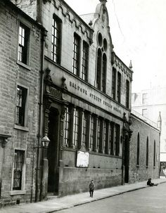 The Balfour Street Public School in What you see in the picture is long gone. In its place is the Dundee University student flats, leading to the union. Dundee University, Dundee City, West End, Back In Time, Public School, Great Britain, Old Photos, Old School, Around The Worlds