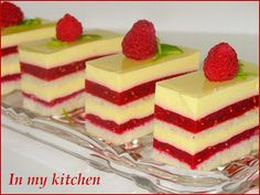 Raspberry cake with vanilla cream Polish Desserts, Polish Recipes, No Bake Desserts, Delicious Desserts, Yummy Food, Mini Cakes, Cupcake Cakes, Cake Recipes, Dessert Recipes