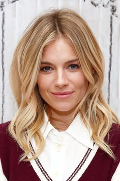 Sienna's relaxed signature look is goals - fresh skin with a rosey blush and a touch of mascara. We want her honey-blonde highlights too.