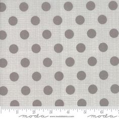 5 FQ swallows grey /& ivory 100/% cotton 20 x 22inches craft// patchwork