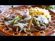 Cómo Hacer Bistec Encebollado Bien Suavecito - YouTube Mexican Dessert Recipes, International Recipes, Nachos, Japchae, Meat Recipes, Ethnic Recipes, Desserts, Youtube, Halloween
