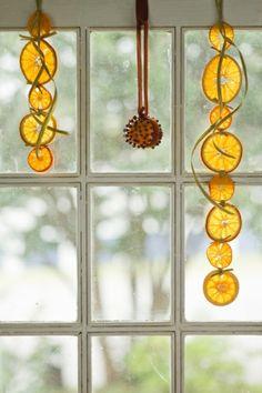 orangenschalen girlanden fensterdeko weihnachten