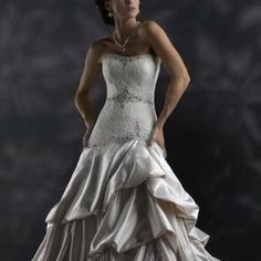 Wedding Gown. Sz 6. Oyster Color Wedding Gown. sz6. Oyster Color.  Worn One Time, beautiful gown. Dresses