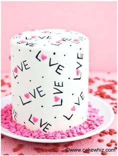 These 16 Easy Valentine& Day Desserts look SO TASTY! I& so glad I found these GREAT recipes! Show the love with these ten cute and creative ideas for Valentine desserts, like: sugar cookie cake, V-Day pretzels, and more delish treats! Valentine Desserts, Valentines Day Desserts, Valentine Cake, Kids Valentines, Creative Cake Decorating, Cake Decorating Tutorials, Creative Cakes, Creative Ideas, Sugar Cookie Cakes