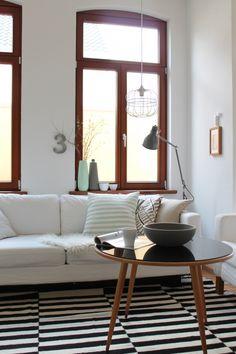 endlich eine Leselampe, Tags Sofa + Altbau + Schwarz + Ikea + Vintage + Weiß + Couchtisch + Karlstad + Stockholm Teppich