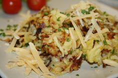 Brambory oloupeme a na struhadle s většími oky podélně nastrouháme na co nejdelší proužky. Propláchneme je v cedníku a necháme asi půl dne... Vegetable Pancakes, Potato Vegetable, Polish Recipes, Russian Recipes, Potato Recipes, Gnocchi, Food Inspiration, Potato Salad, Side Dishes