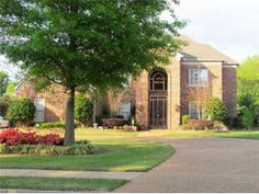 5 bedroom, pool and pond 2 stairways, collierville in southridge