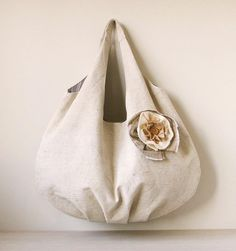 One Handle Bag Tutorial ~ Free-Tutorial.net Zipper Pouch Tutorial, Tote Tutorial, Felt Tutorial, Shirt Tutorial, Bag Patterns To Sew, Patchwork Patterns, Sewing Patterns, Looks Chic, Patchwork Bags