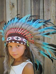 Coiffe indienne | L'attrape rêves Indian Costume Kids, Indian Costumes, Mardi Gras, Pow Wow Party, Up Theme, Feather Headdress, Indian Party, Thanksgiving Crafts, Baby Party