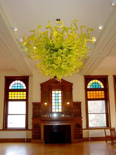 A Chiluly glass sculpture in the dinning room at the United World College… Small Woodworking Projects, Fire Art, Land Of Enchantment, Dale Chihuly, Through The Looking Glass, Totems, Cairns, Blown Glass, Installation Art