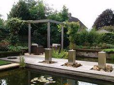 strakke tuin met vijver