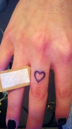 finger tattoos heart - Buscar con Google