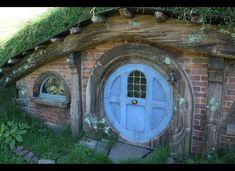 hobbit house, Canada