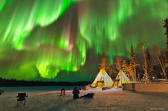 Dazzling Displays of Aurora Borealis Dance Across the Night Sky - My Modern Met