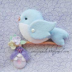 Felt blue bird Passaro em feltro felt name banner Bird Crafts, Felt Crafts, Easter Crafts, Wooden Crafts, Holiday Crafts, Hobbies And Crafts, Crafts For Kids, Felt Mobile, Felt Birds