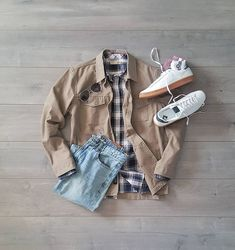 Flannel friday ➡️How many plaid shirts do you own? Let me know in the comments 👇 ______ Jacket: Shirt: Denim: Sneakers: x Socks: Sunglasses: ______ Classic Outfits, Casual Outfits, Mens Flannel Shirt, Plaid Shirts, Flannel Friday, Outfit Grid, Classic Man, Military Jacket, Autumn Fashion