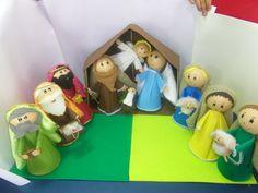 Lindo Presépio em EVA completo  3 reis magos , 3 pastores, Maria , José,Anjo, jesus na manjedoura e ovelhas .. Bonecos medindo em media ate 30 cm. A cabana media em media uns 50 cm de altura por 70 de largura. R$300,00