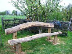 Selbst eine rustikale Gartenbank reicht aus, dem Garten eine natürliche Ausstrahlung zu vermitteln. Rustikale Bänke bringen ein Stück Originalität in den ..