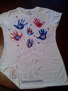 4th of july handprint fireworks diy Patriotic Crafts, Patriotic Shirts, July Crafts, Holiday Crafts For Kids, Summer Crafts, Diy For Kids, Summer Fun, 4th Of July Party, July 4th