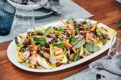 Mikko Kuustosen lounaalla Vain elämää -ohjelmassa syödään kevyttä hyvää: grillatuista kasviksista koottu salaatti, jonka maustaa rucolapesto.