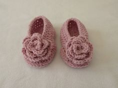 This tutorial will show you how to crochet beautiful rose shoes / slippers / booties for children. These shoes are suitable for beginners. For size 1 - 2 yea...