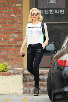 Jeans T-Shirt Combination Celebrity Outfit Ideas