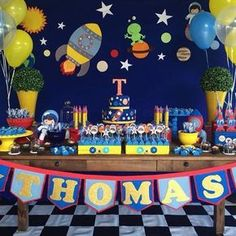 Table setting for an outer space party! Hot Wheels Party, Festa Hot Wheels, Rocket Birthday Parties, Birthday Party Themes, Baby Birthday, Nasa Party, Space Baby Shower, Astronaut Party, Outer Space Party