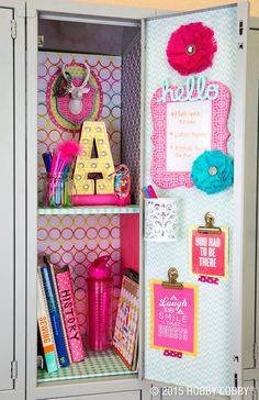 We've gathered the BEST Back to School DIY projects and ideas for Teens and Tweens! From set yourself apart locker decorations to show off your personal style – to perso… - The Best of Diy Ideas Cute Locker Decorations, Cute Locker Ideas, Diy Locker, Locker Stuff, Girls Locker Ideas, Schul Survival Kits, Middle School Lockers, Decorated School Lockers, School Locker Organization