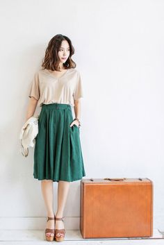 Korean fashion - beige t-shirt, green midi skirt, brown heels Fashion Mode, Asian Fashion, Modest Fashion, Look Fashion, Modest Clothing, Fashion Hacks, Fashion Spring, Trendy Fashion, Fashion Outfits