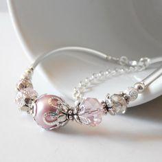 He encontrado este interesante anuncio de Etsy en https://www.etsy.com/es/listing/193680799/pink-bridesmaid-jewelry-pink-pearl