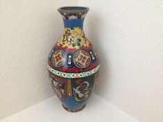 """ANTIQUE JAPANESE CLOISONNE VASE BEASTS AND DRAGONS 7"""" H (156)"""
