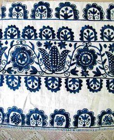 Embroidery motif with Tulips of ceremonial scarves.  Surroundings Prievidza 1 half of the 19th century.  Custodian ÚĽUV.  Photo: O.  Danglová