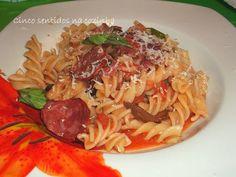 Cinco sentidos na cozinha: Fusili em molho de tomate com paio do cachaço e ch...