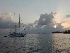 #sunset en #sanblas #sanblasislands #sanblaspanama #kunayala #kunayalaislands #gunayala #sailing #sailboat #sailboats #sailinglife #sailingstagram #sailinglifeexperience by sailinglifeexperience