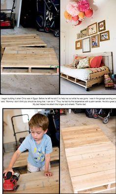 Pallet Daybed DIY for back bedroom. Ikea Garden Furniture, Furniture Layout, Pallet Furniture, Kids Furniture, Furniture Makeover, Furniture Projects, Bedroom Furniture, Funky Painted Furniture, Distressed Furniture