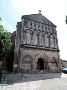 L'église Saint Pierre de Jarnac, Jarnac en Charente (16) Poitou Charentes, France, Notre Dame, Roman, Mansions, House Styles, Building, Travel, Beautiful
