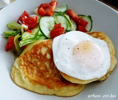 Vasárnapi brunch: sós palacsinta tojással & salátával - urban:eve
