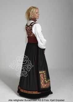 Beltestakk fra Telemark - BunadRosen AS Folk Costume, Costumes, Norwegian Style, Looking For Someone, Ethnic Fashion, Traditional Dresses, Norway, Culture, Larp