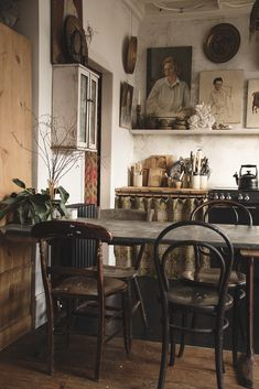 This corner of our kitchen is one of my favorites. I love bentwood chairs and .- This corner of our kitchen is one of my favorites. I love bentwood chairs and would like to have some old ones with great patina for … – my future home Mismatched Dining Chairs, Industrial Dining Chairs, White Dining Chairs, Bentwood Chairs, Upholstered Dining Chairs, Rustic Kitchen, Vintage Kitchen, Kitchen Decor, Kitchen Ideas