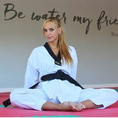 Taekwondo Girl, Karate Girl, Female Martial Artists, Martial Arts Women, Tough Woman, Fitness Motivation Pictures, Jane Fonda, Feet Soles, Women's Feet