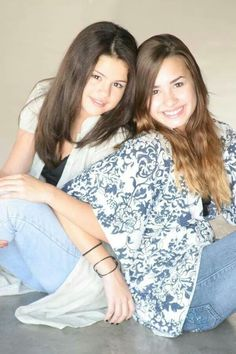 Awww selena and demi. I miss the days when they were still close ❤️ you two