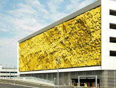 Un proyecto de arte interactivo que transforma el exterior de la nueva planta de aparcamiento Eskenazi hospital en Indianápolis, Indiana.