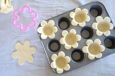 Mini Lemon Flower Tarts - could use fruit pie filling Baking Recipes, Cookie Recipes, Dessert Recipes, Aldi Recipes, Recipies, Mini Desserts, Summer Desserts, Easter Recipes, Holiday Recipes